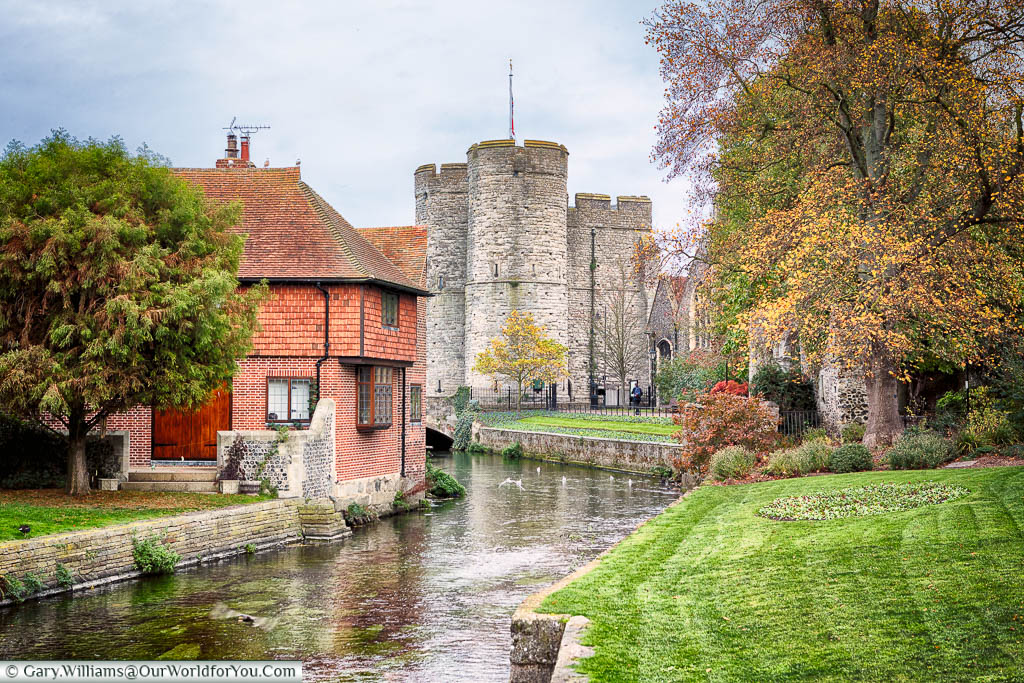 The Great Stour river running through Westgate Gardens towards Westgate, Canterbury, Kent, England