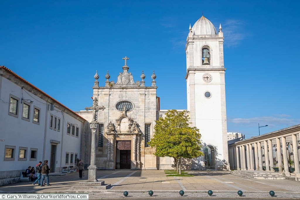 The dominant white tower and the ornate entrance of the Portuguese Baroque styled Aveiro's Cathedral