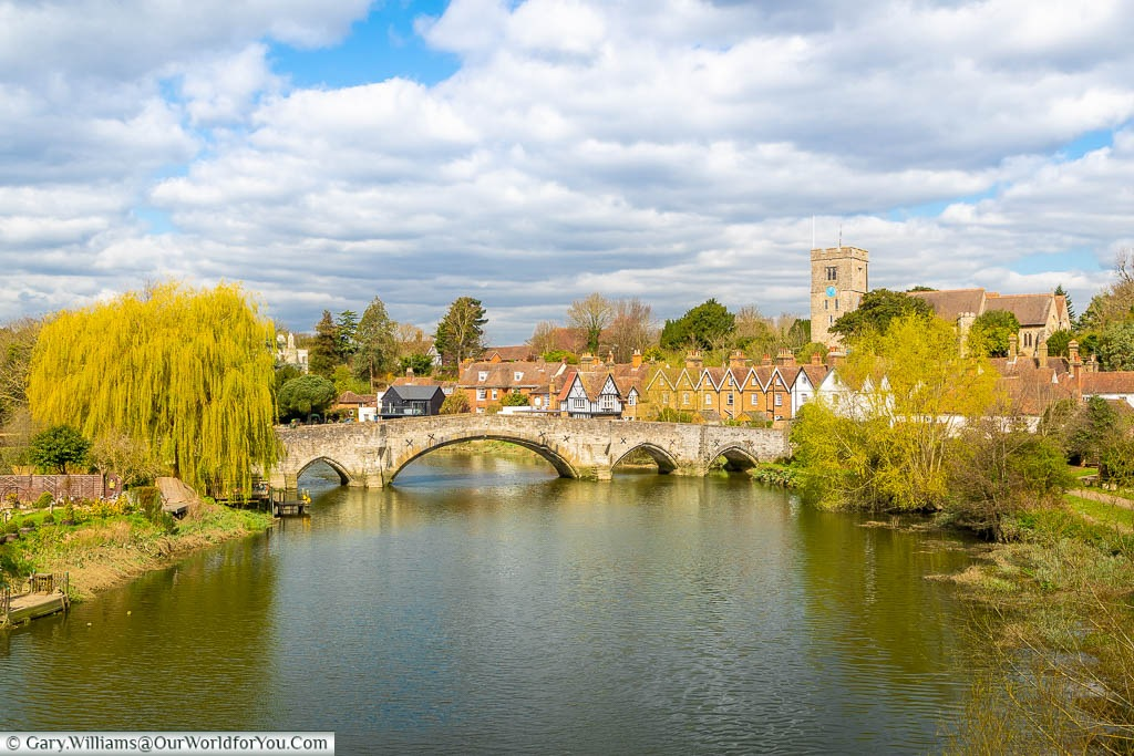 A picturesque view of the old stone bridge over the River Medway in Aylesford