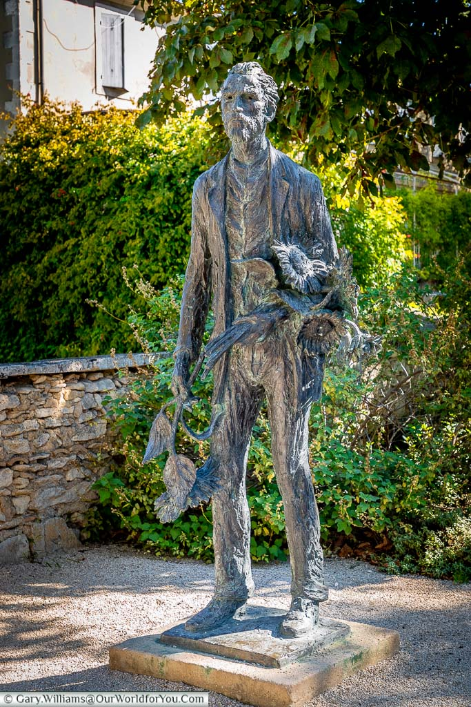 A brass statue of Vince van Gogh clutching a bunch of sunflowers on the approach to the Monastery Saint-Paul de Mausole, just outside St Remy-de-Provence.