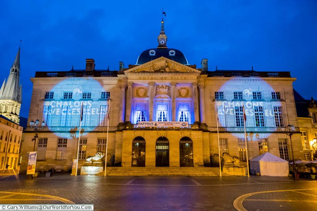 The illuminated Hotel de Ville of Châlons-en-Champagne under the blue sky of dusk