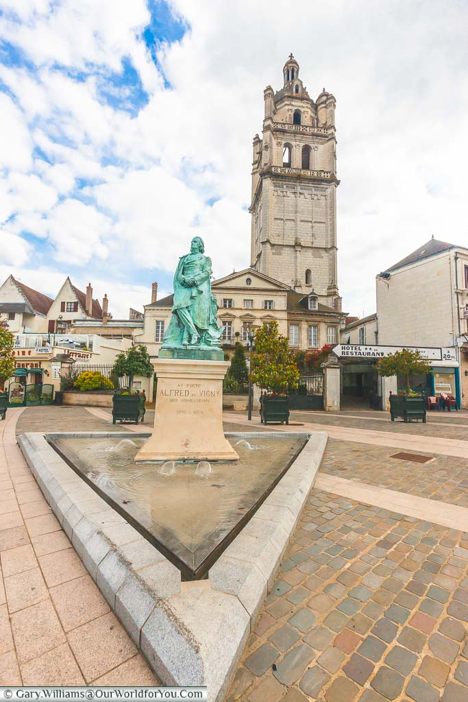 A bronze statue of the poet Alfred de Vigny, set in a small triangular water feature at the edge of the town of Loches