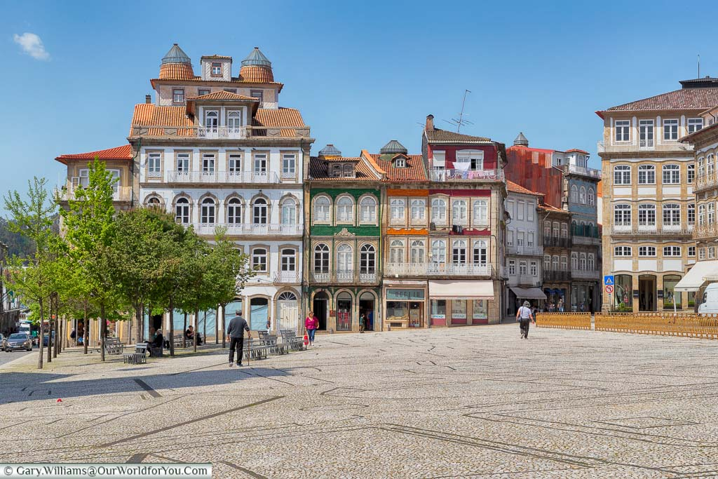 A large open Largo do Toural tilled square, lined with 19th-century buildings, in Guimarães, Portugal