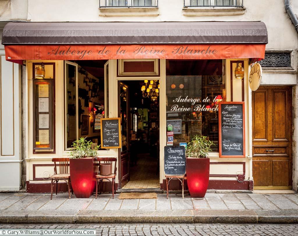 A pretty little auberge on the Île Saint-Louis in the centre of Paris.