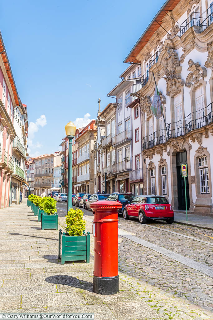 The cobbled streets of central Guimarães, flanked on either side by beautiful historic buildings