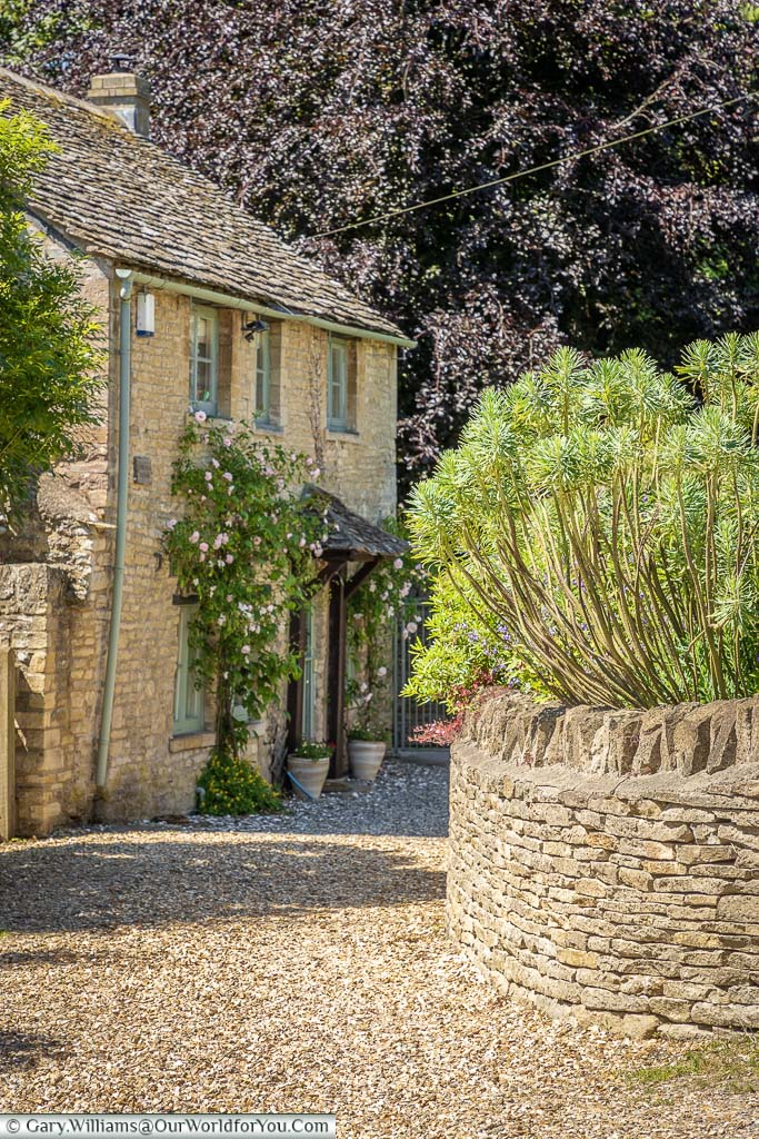 A quiet Cotswold stone cottage in Northleach