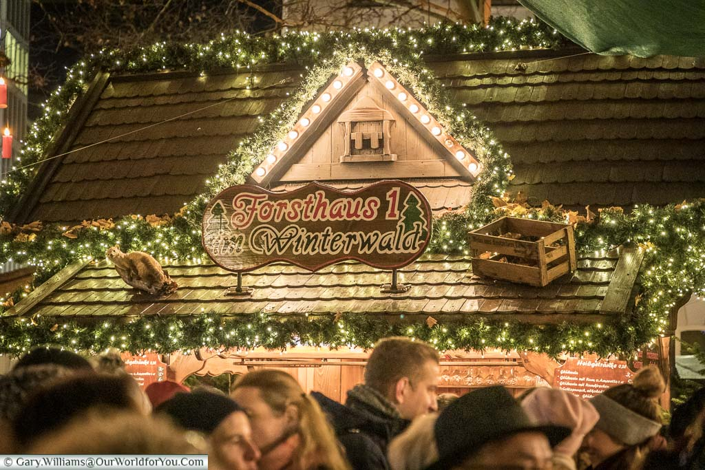 Looking across the heads of the crowd in the Winterwald Market to the Forsthaus drinks hut.