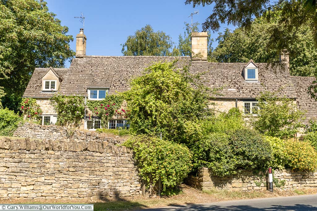 A beautiful Cotswold stone cottage on a bright sunny day in Chipping Campden