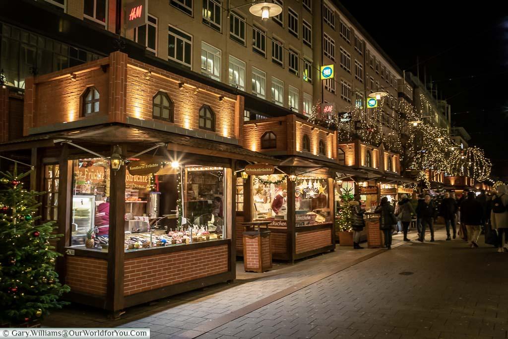 A row of Christmas huts along Spitalerstraße in Hamburg