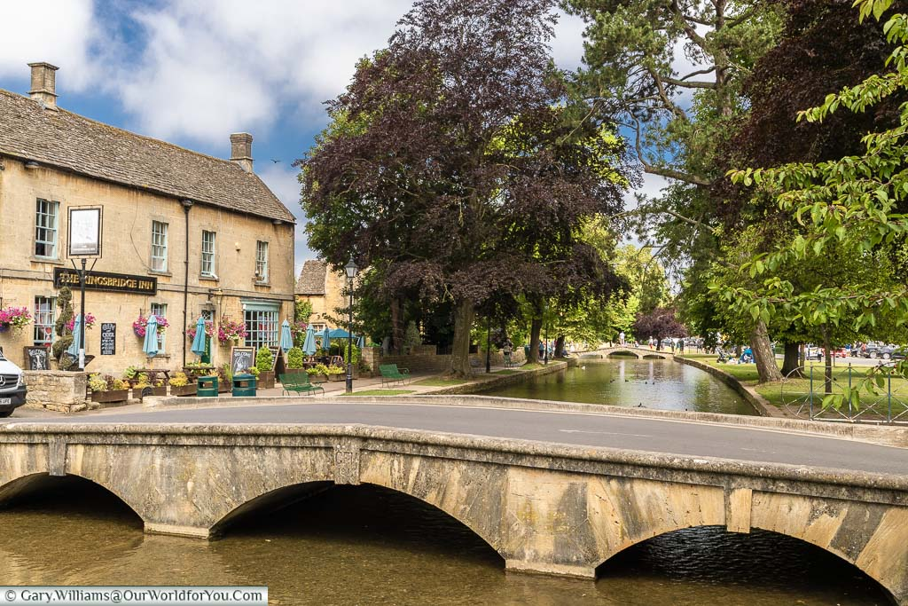 The Kingsbridge Inn next to the River Windrush that flows through the Cotswold town of Bourton-on-the-water