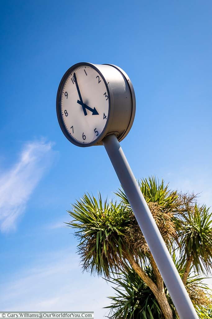 A 10-hours clock face on a post as of an art installation in Creative Folkestone