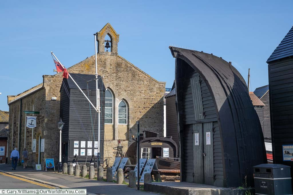 The Hastings Fisherman's Museum, located in a former Fisherman's Chapel, in the Rock-a-Nore region of this pretty little seaside town.É