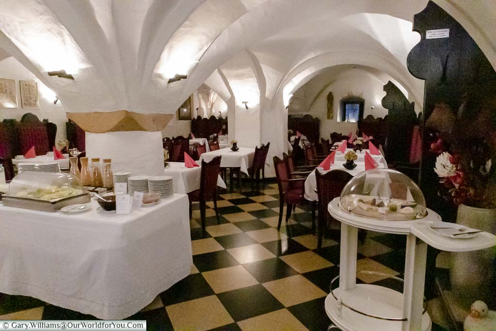 The brightly lit, vaulted basement cellar that is now the breakfast room of Schloss Wilkinghege.