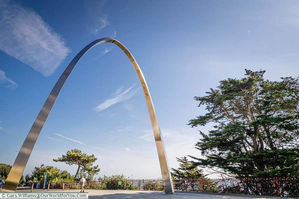 Step Short Memorial. Commemorative steel arch honouring WWI soldiers in an urban green space in Folkestone with English Channel views