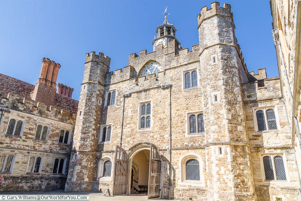 The gatehouse in Stone Court of Knole House